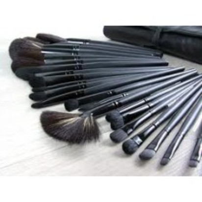medium_makeupbrushes.jpg